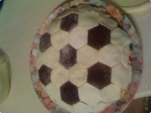 Торт в виде футбольного мяча ))) первая работа