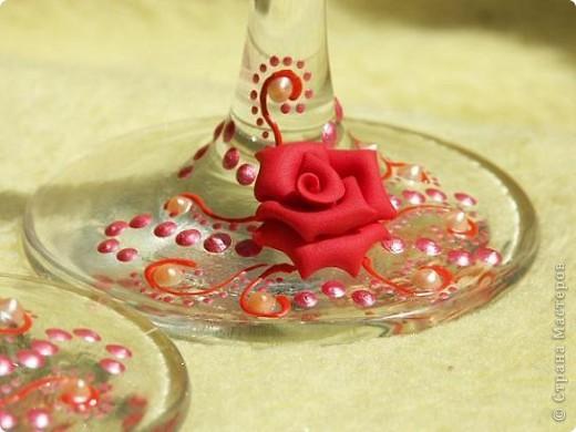 Здравствуйте!!! Эта пара яркая, но...форма бокала неудачна и листочки красные тут ни к чему. Но все равно хороши)))))))) фото 4