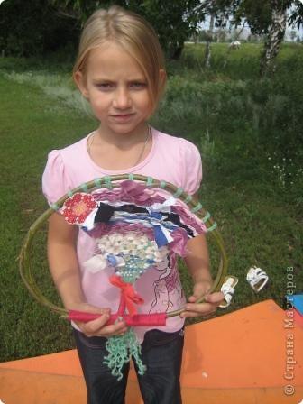 Мы сегодня занимались плетением на веточках. Но прежде нужно заготовить веточки... Отправились к нашему любимому пруду... фото 15