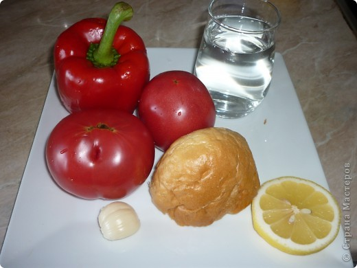 Гаспачо популярен в Испании так же как у нас окрошка.Этот суп очень спасает в жару.И наверно будет интересен тем ,кто следит за фигурой. фото 2