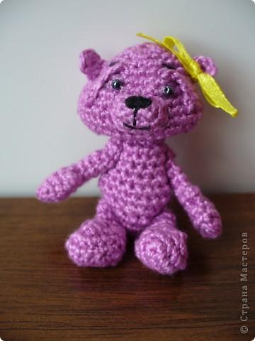 Вот такого медвежонка связала мне моя мама, описание брала здесь - http://www.liveinternet.ru/community/3411565/post112670180/ фото 1