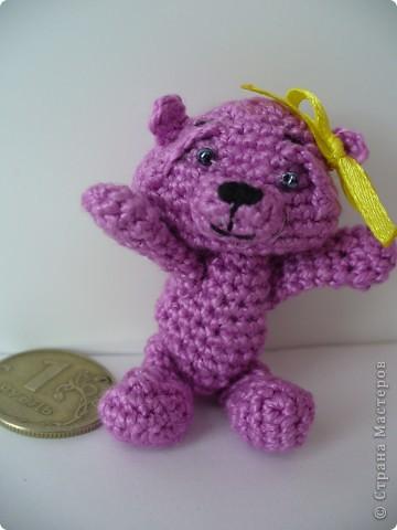 Вот такого медвежонка связала мне моя мама, описание брала здесь - http://www.liveinternet.ru/community/3411565/post112670180/ фото 4