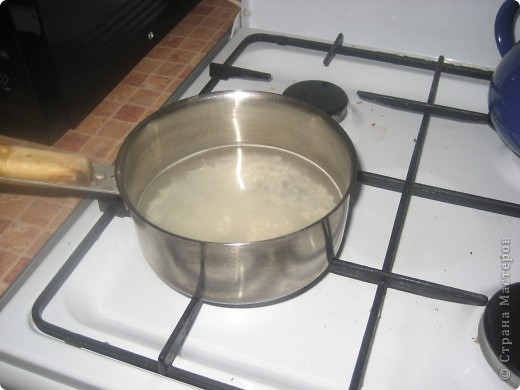 Вот они горячие и вкуснячие)) для них нужно:     * куриное филе - 240-250 г;     * рис камолино - 4 ст.л;     * морковь - 1 ср.шт(можно и побольше);     * лук - 1 мал.шт;     * соль и специи - по вкусу;     * подсолнечное масло - для жарки.  фото 2