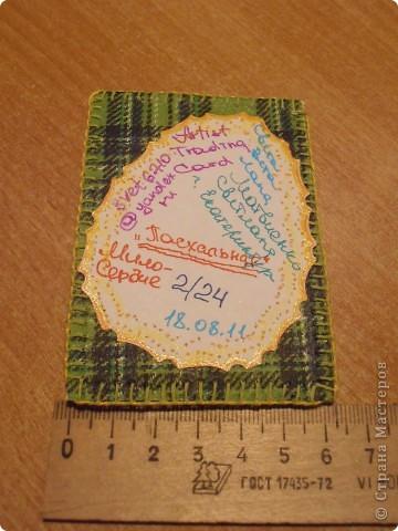 ....основа - бумага самодельная (горячий декупаж салфеткой).......... фрагмент( яйцо)  -  исполнено в технике игольное кружево........нитки мулине.......... бабочки - пайетки ....... фото 3