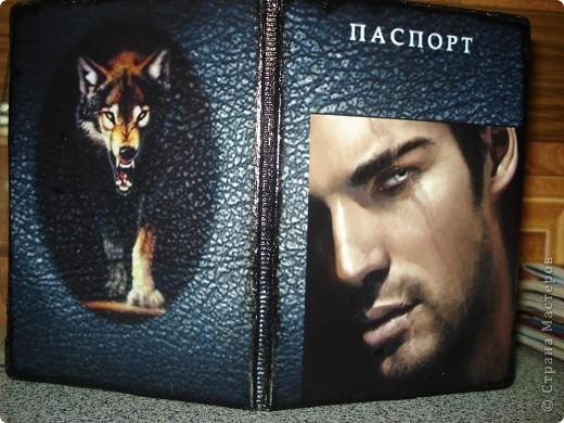 """Обложка на паспорт себе любимой. Очень люблю волков, а мужчина просто классный и на волка похож.  Все собрано в Фотошопе: текстура под кожу, картинка с волком и картинка с мужчиной + надпись """"паспорт"""" фото 1"""