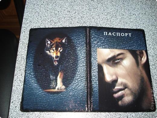 """Обложка на паспорт себе любимой. Очень люблю волков, а мужчина просто классный и на волка похож.  Все собрано в Фотошопе: текстура под кожу, картинка с волком и картинка с мужчиной + надпись """"паспорт"""" фото 2"""