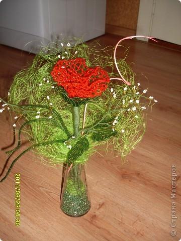 пробовала новую технику плетения роз из бисера :) фото 1