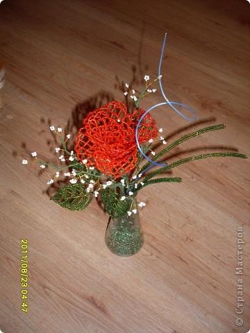 пробовала новую технику плетения роз из бисера :) фото 4