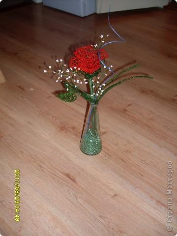 пробовала новую технику плетения роз из бисера :) фото 5