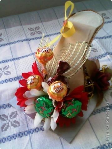 """У моей коллеги скоро день рождения. К тому она мусульманка, а у них там скоро праздник """"сладкий Байрам"""" ( Ураза-байрам, Рамадан-байрам), когда люди дарят друг другу разные сладости.   Подумала, что эта туфелька будет как раз самый лучший подарок для нее.  фото 2"""