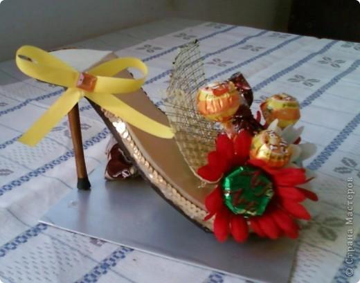 """У моей коллеги скоро день рождения. К тому она мусульманка, а у них там скоро праздник """"сладкий Байрам"""" ( Ураза-байрам, Рамадан-байрам), когда люди дарят друг другу разные сладости.   Подумала, что эта туфелька будет как раз самый лучший подарок для нее.  фото 4"""