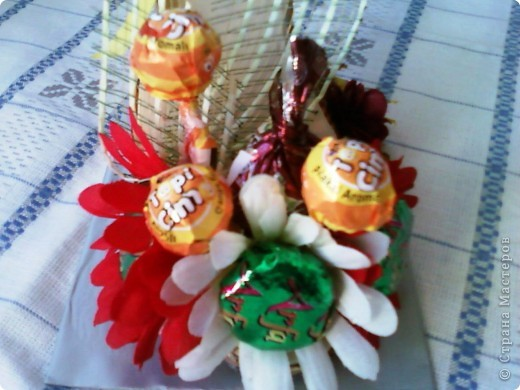 """У моей коллеги скоро день рождения. К тому она мусульманка, а у них там скоро праздник """"сладкий Байрам"""" ( Ураза-байрам, Рамадан-байрам), когда люди дарят друг другу разные сладости.   Подумала, что эта туфелька будет как раз самый лучший подарок для нее.  фото 3"""