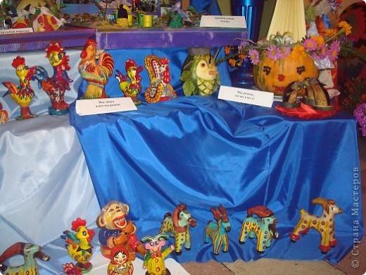Сегодня, 25 августа 2011 года, прошла очередная августовская конференция учителей. Как всегда в этот день выставляются творческие работы детей и учителей школ. Я побывала на выставке в одном из районов Башкирии и хочу показать вам некоторые работы с выставки фото 13