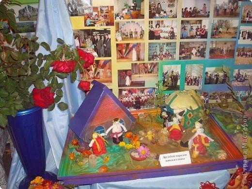 Сегодня, 25 августа 2011 года, прошла очередная августовская конференция учителей. Как всегда в этот день выставляются творческие работы детей и учителей школ. Я побывала на выставке в одном из районов Башкирии и хочу показать вам некоторые работы с выставки фото 14
