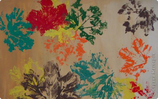 Кленовые листья на бумаге фото 1