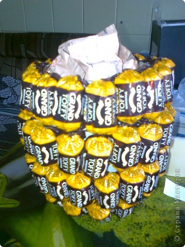 Вот такой ананас. Взяла пивную бутылку отрезалакак видно на втором снимке. фото 2