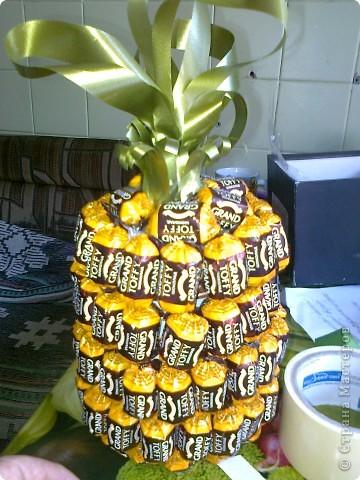 Вот такой ананас. Взяла пивную бутылку отрезалакак видно на втором снимке. фото 5