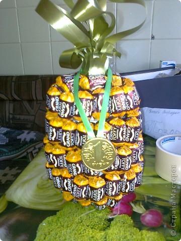 Вот такой ананас. Взяла пивную бутылку отрезалакак видно на втором снимке. фото 6