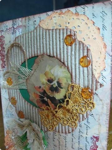 """Хочется назвать эту открытку - """"Воспоминания далеких дней"""". Всё, что осталось от любимого - кусочек открытки с анютиными глазками... И она хранит этот кусочек в рамочке, украшая всем, что связано с ее молодостью...... фото 4"""
