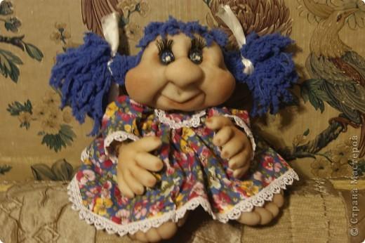 эту куклу сделала в подарок ко дню рождения подруге.немного не правильно сделала глазки(на этом фото),потом переделала,но фото сделать не успела.Не судите строго!
