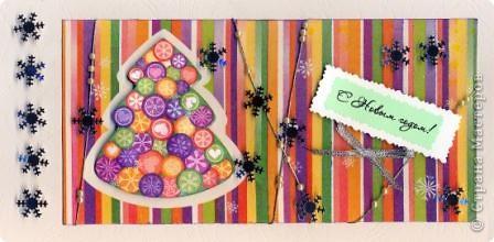 Разрежьте салфетку пополам, отделите белые слои и приклейте на альбомный лист. фото 6
