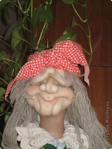Бабушка -Яга не стара, но и не молода фото 1