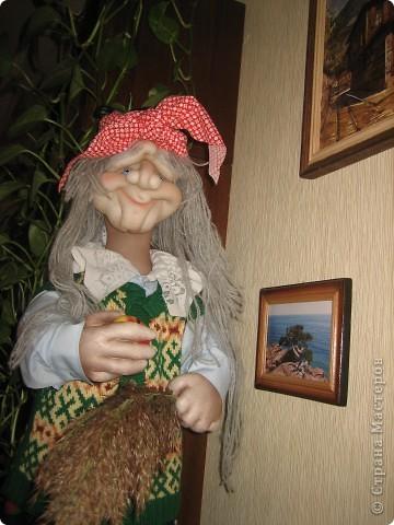 Бабушка -Яга не стара, но и не молода фото 3