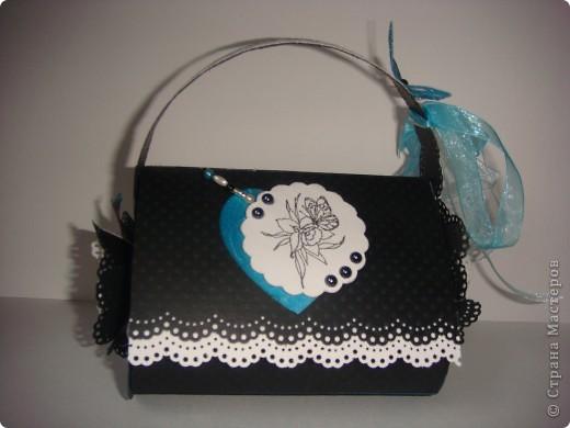 Эту корзиночку я сделала в Подмосковье, используя некоторые мамины запасы, для Alteret Art (http://altered-art.blogspot.com/). А идею подхватила у Ликмы http://stranamasterov.ru/node/8371?c=favorite  фото 18