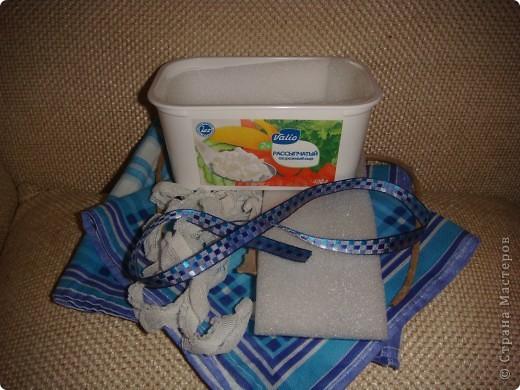 Эту корзиночку я сделала в Подмосковье, используя некоторые мамины запасы, для Alteret Art (http://altered-art.blogspot.com/). А идею подхватила у Ликмы http://stranamasterov.ru/node/8371?c=favorite  фото 2