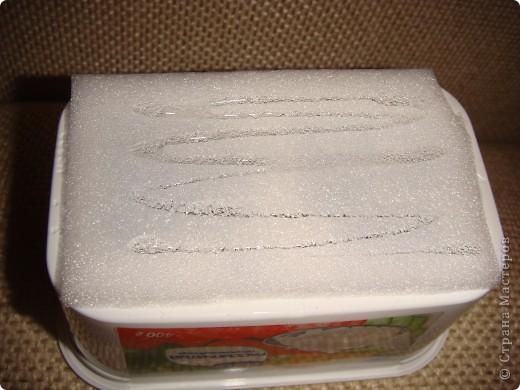 Эту корзиночку я сделала в Подмосковье, используя некоторые мамины запасы, для Alteret Art (http://altered-art.blogspot.com/). А идею подхватила у Ликмы http://stranamasterov.ru/node/8371?c=favorite  фото 3
