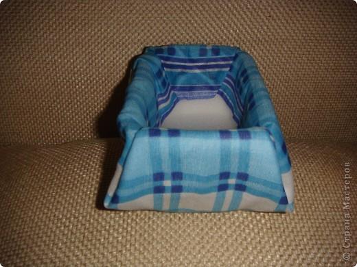 Эту корзиночку я сделала в Подмосковье, используя некоторые мамины запасы, для Alteret Art (http://altered-art.blogspot.com/). А идею подхватила у Ликмы http://stranamasterov.ru/node/8371?c=favorite  фото 7