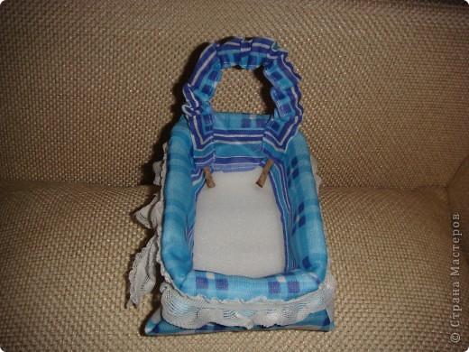 Эту корзиночку я сделала в Подмосковье, используя некоторые мамины запасы, для Alteret Art (http://altered-art.blogspot.com/). А идею подхватила у Ликмы http://stranamasterov.ru/node/8371?c=favorite  фото 11