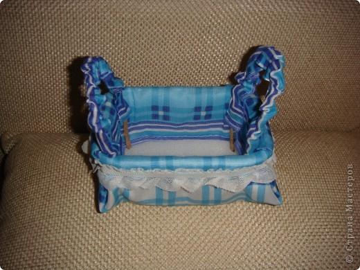 Эту корзиночку я сделала в Подмосковье, используя некоторые мамины запасы, для Alteret Art (http://altered-art.blogspot.com/). А идею подхватила у Ликмы http://stranamasterov.ru/node/8371?c=favorite  фото 12