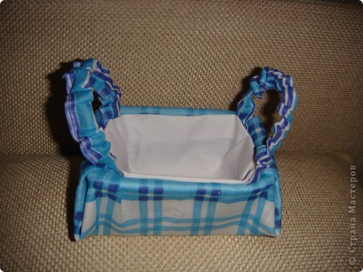 Эту корзиночку я сделала в Подмосковье, используя некоторые мамины запасы, для Alteret Art (http://altered-art.blogspot.com/). А идею подхватила у Ликмы http://stranamasterov.ru/node/8371?c=favorite  фото 13