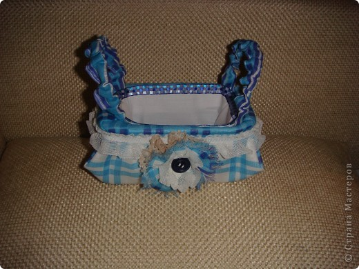 Эту корзиночку я сделала в Подмосковье, используя некоторые мамины запасы, для Alteret Art (http://altered-art.blogspot.com/). А идею подхватила у Ликмы http://stranamasterov.ru/node/8371?c=favorite  фото 1