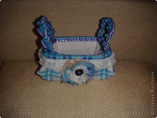 Эту корзиночку я сделала в Подмосковье, используя некоторые мамины запасы, для Alteret Art (http://altered-art.blogspot.com/). А идею подхватила у Ликмы http://stranamasterov.ru/node/8371?c=favorite  фото 16