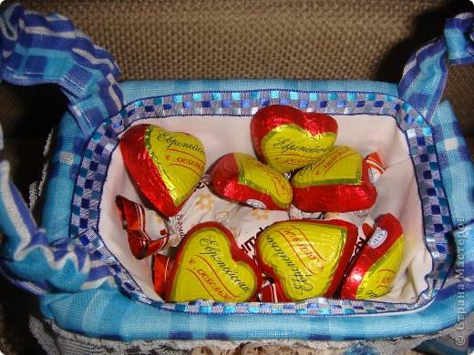 Эту корзиночку я сделала в Подмосковье, используя некоторые мамины запасы, для Alteret Art (http://altered-art.blogspot.com/). А идею подхватила у Ликмы http://stranamasterov.ru/node/8371?c=favorite  фото 17