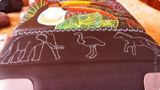 """Роспись чемодана """"Африка"""" акрилом и контурами фото 7"""
