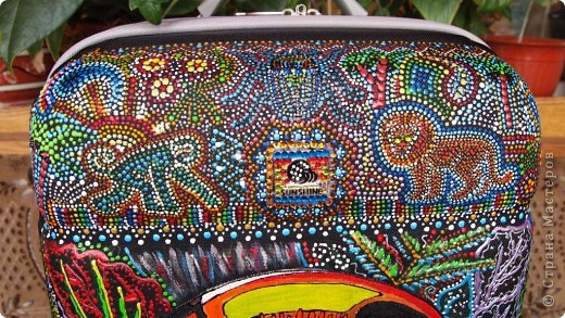 """Роспись чемодана """"Африка"""" акрилом и контурами фото 14"""