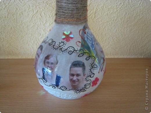 Первый раз пробую себя в  декупаже, решила для бабушки мужа на 85 лет сделать такую вот бутылочку  фото 4