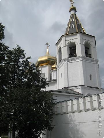 Я уже показывала вам Свято-Троицкий мужской монастырь. Но тогда я была там в начале лета. И такого буйного цветения там ещё не было. фото 41