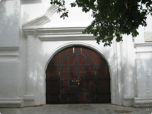 Я уже показывала вам Свято-Троицкий мужской монастырь. Но тогда я была там в начале лета. И такого буйного цветения там ещё не было. фото 43