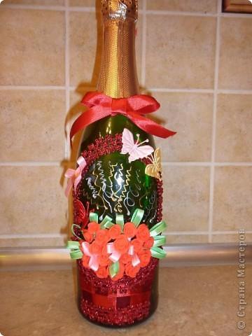 Ну вот и я попробовала сделать свою подарочную корзинку с цветами. Спасибо огромное http://stranamasterov.ru/node/227312 и http://stranamasterov.ru/node/225660 Все как-то времени не было за домашними делами, но завтра день рождения у моей сестры - вот за 2 часа  вечером сваяла такую штучку. Корзинку сделала из ленточек. фото 1