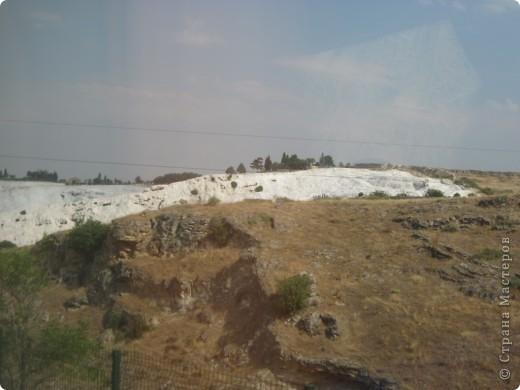 Добрый день жители и гости Страны Мастеров! Предлагаю Вам посмотреть фотографии моего путешествия в Турцию. Приехала 4 дня назад. Ездила с подругой по турпутёвке на 12 дней. Сказать, что очень понравилось, значит ничего не сказать... Это просто сказка! Посмотрите, какие в Турции красивые места! Многие фото сделаны из окна автобуса, так что, извините за качество фотографий. фото 36