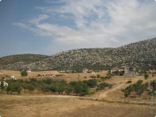 Добрый день жители и гости Страны Мастеров! Предлагаю Вам посмотреть фотографии моего путешествия в Турцию. Приехала 4 дня назад. Ездила с подругой по турпутёвке на 12 дней. Сказать, что очень понравилось, значит ничего не сказать... Это просто сказка! Посмотрите, какие в Турции красивые места! Многие фото сделаны из окна автобуса, так что, извините за качество фотографий. фото 49