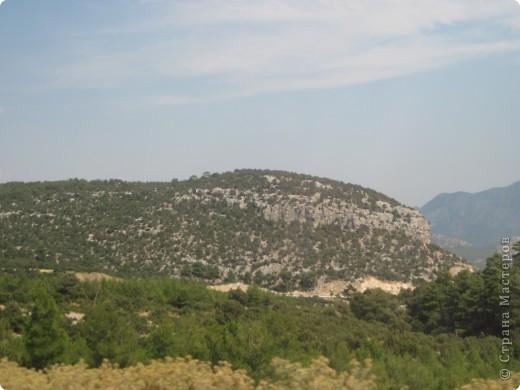 Добрый день жители и гости Страны Мастеров! Предлагаю Вам посмотреть фотографии моего путешествия в Турцию. Приехала 4 дня назад. Ездила с подругой по турпутёвке на 12 дней. Сказать, что очень понравилось, значит ничего не сказать... Это просто сказка! Посмотрите, какие в Турции красивые места! Многие фото сделаны из окна автобуса, так что, извините за качество фотографий. фото 51