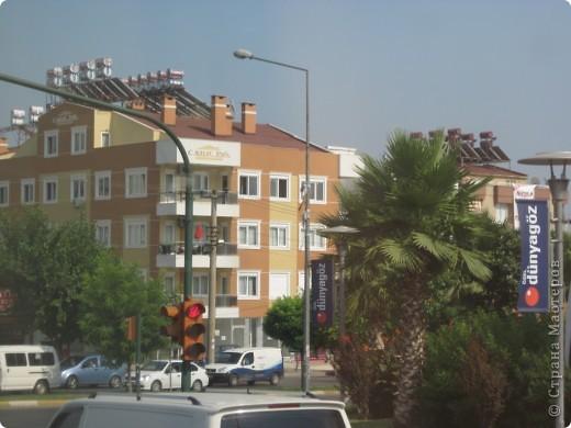 Добрый день жители и гости Страны Мастеров! Предлагаю Вам посмотреть фотографии моего путешествия в Турцию. Приехала 4 дня назад. Ездила с подругой по турпутёвке на 12 дней. Сказать, что очень понравилось, значит ничего не сказать... Это просто сказка! Посмотрите, какие в Турции красивые места! Многие фото сделаны из окна автобуса, так что, извините за качество фотографий. фото 54