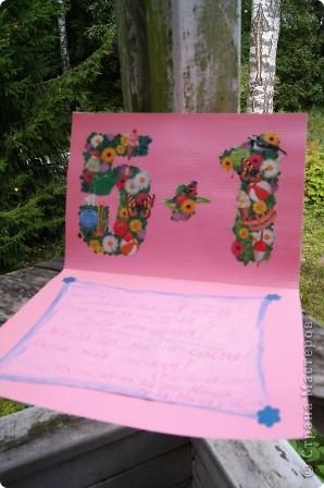 Открытку делали вместе со средней дочкой для старшей. Я вырезала платье из картона, а Маша (2 года) раскрасила. Цвет выбирала тоже Маша фото 2