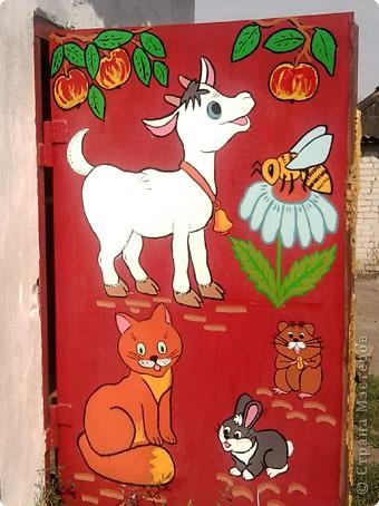 Родственники из Курбатово давно хотели разрисовать ворота гаража. Мы с сыном решили им в этом помочь - вот, что у нас получилось. фото 2
