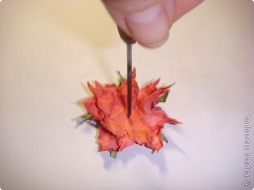 """Я обещала МК цветочка. Такого, как на этой открытке: http://stranamasterov.ru/node/229115 Выполняю обещание. Для изготовления этого цветка нам понадобятся следующие материалы: бумага двух цветов - для цветочка и листика ( сейчас у меня бумага собственного изготовления, а на открытке - акварельная), шнурочек и гуашь для тычинок, вода (в стаканчике или в спрее), прищепки (можно заменить скрепками), ножницы, клей. Еще забыла сфотографировать пинцет и лак бесцветный для ногтей """"Быстрая сушка"""".  фото 9"""
